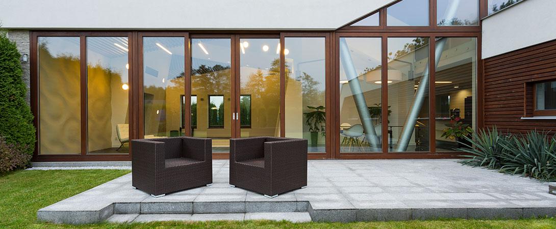 La ubicación de tus muebles en el exterior influye el tipo de mueble que necesitas