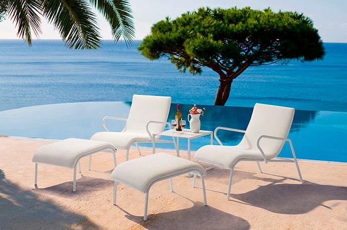 Set Lounge Ariel. Comparte esos inolvidables momentos que se gozan tomando el sol con tus seres queridos mientras charlan, ríen y disfrutan de una refrescante bebida.  Elaborado en materiales de alta calidad, ofreciendo comodidad con ligereza y ergonomía. Estos sofás y mesa son compañeros ideales para tu alberca, terraza o ese rincón desde dónde disfrutas de la vista a la naturaleza.  Estructura en Aluminio, tejido en malla Textilene.  Colores a elegir: Negro, blanco o beige.</p> <p>Compuesto de sofá de descanso, sofá ottoman y mesa lateral.</p>