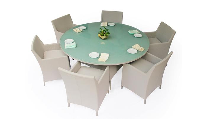 Comedor Isla. Estructura pintada con recubrimiento especial para exterior. La base de la mesa y las sillas van forradas de malla textilene color gris claro.