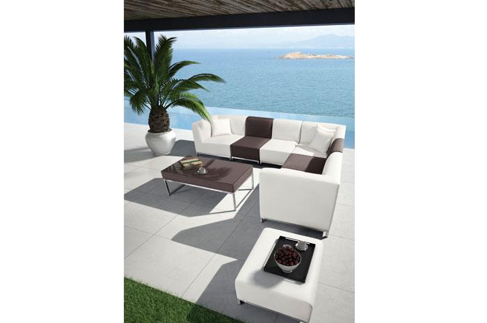 Sala Isla. La sala Isla es ideal para una reunión al aire libre. Su estructura es de acero inoxidable, aluminio & PU leather.  Muebles para terraza.