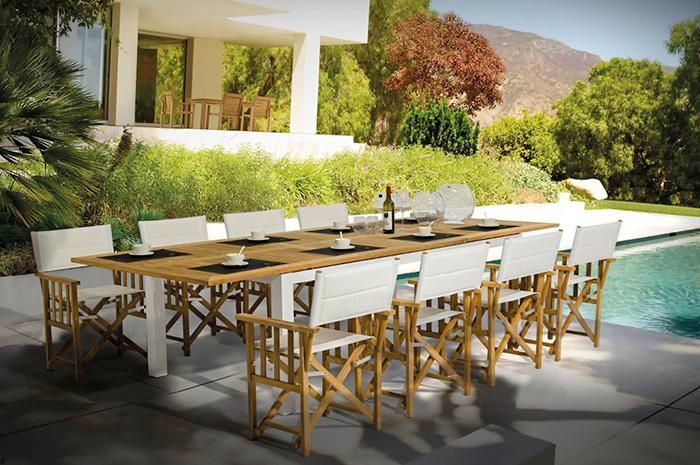 Comedor Magnolia. Nuestro comedor Magnolia en madera de teca es un diseño muy moderno y fresco para esas reuniones grandes en familia.  Sus sillas tienen gran comodidad y confort debido al tejido en malla textilene.  Muebles para jardín.
