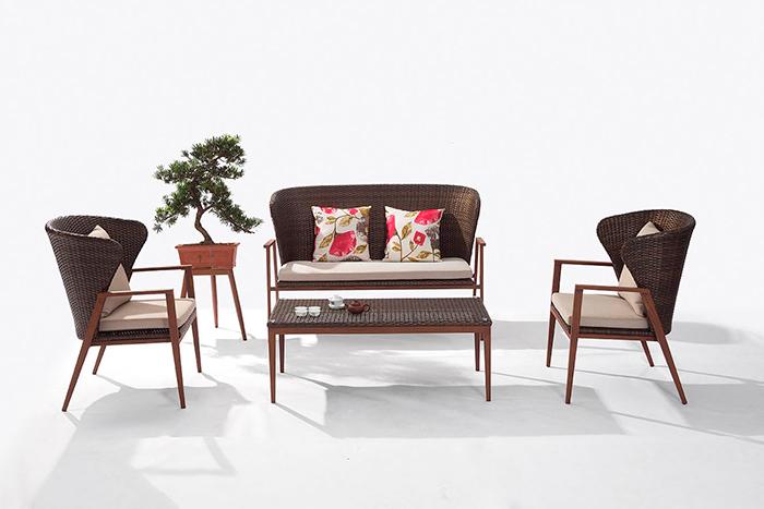 Sala Palma. Nuestro diseño de sala Palma  s ideal para algún espacio que deseas utilizar, el toque de madera en descansabrazos te pone en contacto y en armonía con tu espacio exterior.